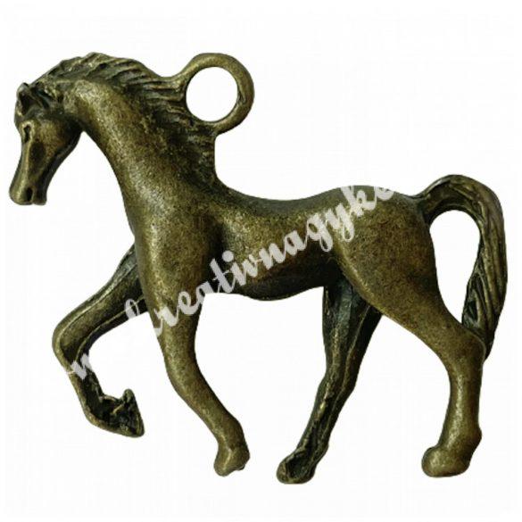 Fémmedál, ló, 26x31mm, antik réz színű, 5 db/csomag