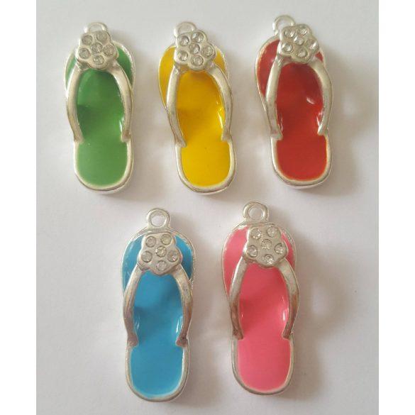 Fémmedál, papucs, 27x11x2,5mm, vegyes szín 5 db/csomag