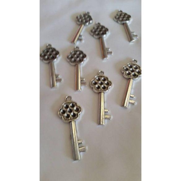 Strasszolható fémmedál kulcs, 5 db/ csomag